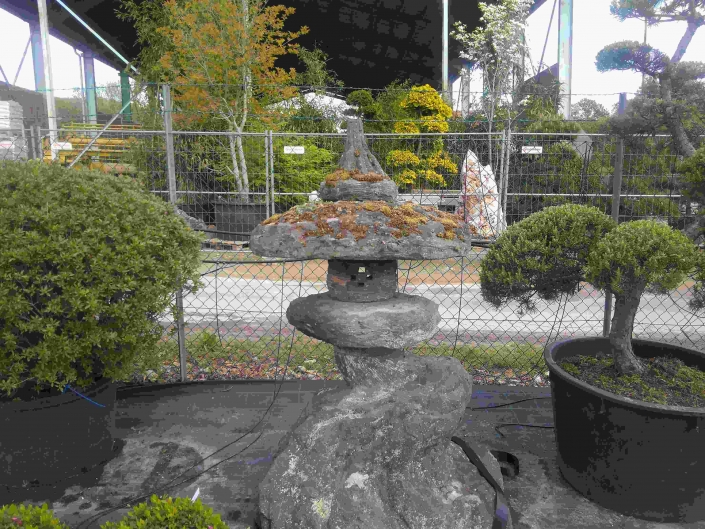 original japanische Steinlaterne aus Fukuoka - www.bonsai.nrw